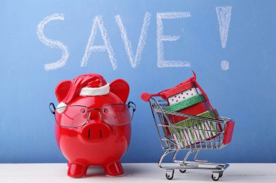 Money Monday – Save on Holiday Spending